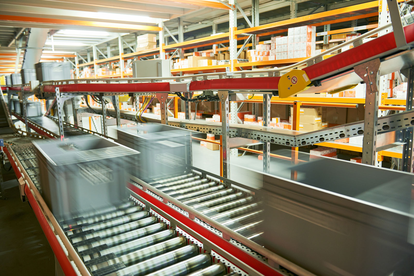automated warehouse boxes conveyor